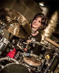Angela Frontera am Schlagzeug